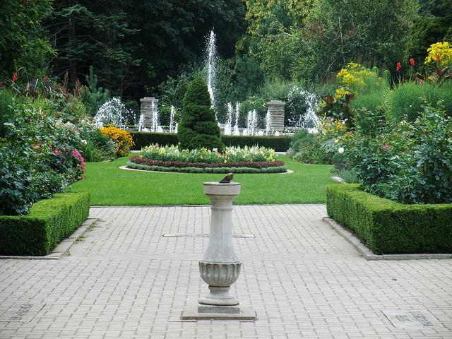 Casa-Loma-gardens